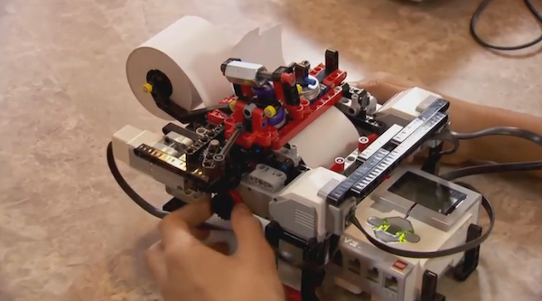 une imprimante braille low-cost construite à l'aide de briques Lego